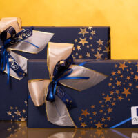 Pralinenpräsente in festlicher blauer Geschenkverpackung | Stadt-Café Wanders